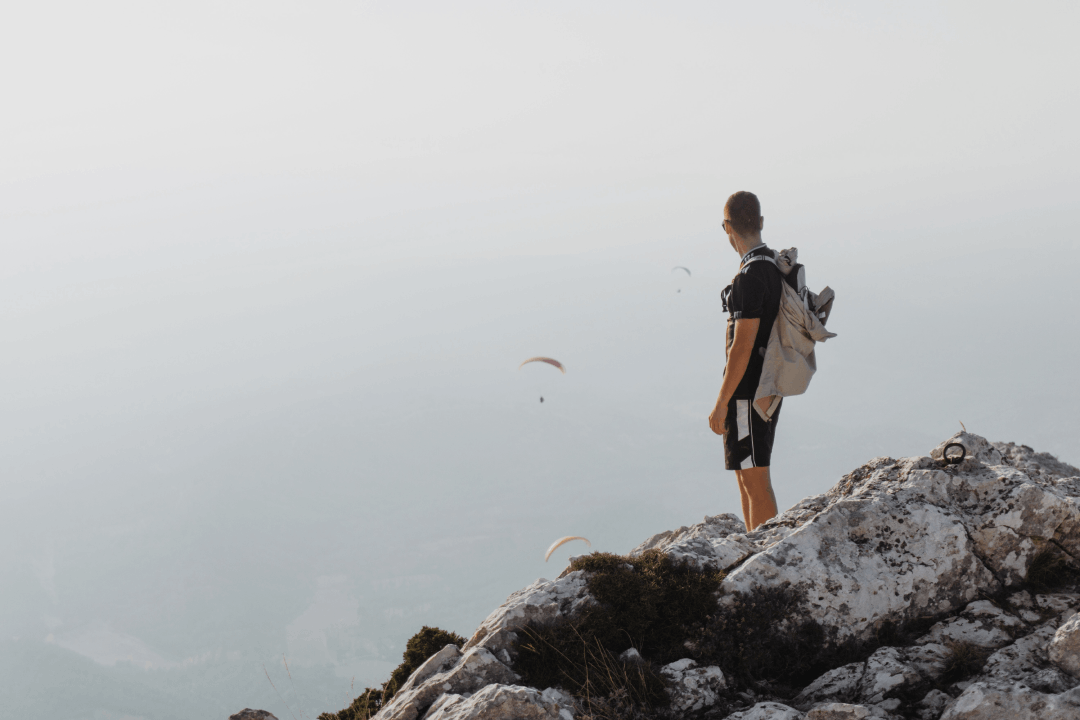 Homme en randonnée